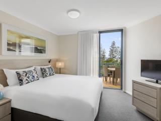 2 Bedroom Premier - Bedroom